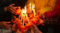 The Complete History of Christingles