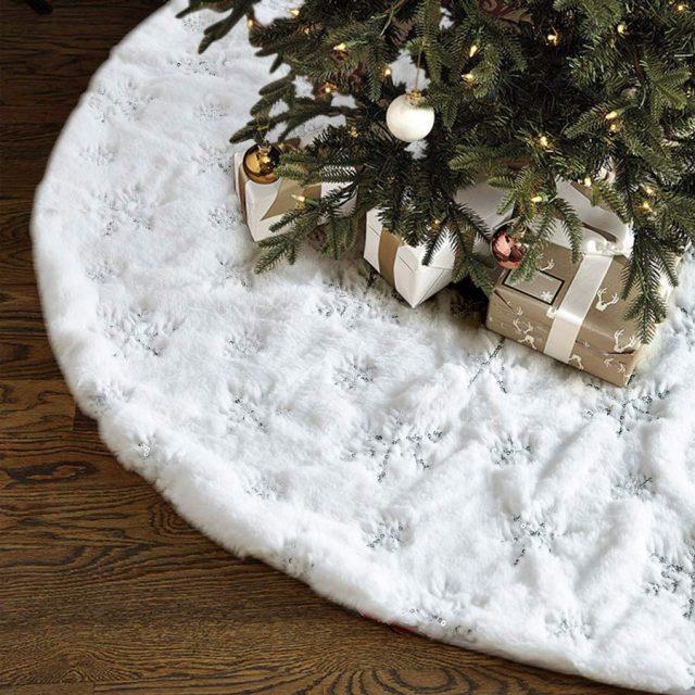 Large White Luxury Faux Fur Christmas Tree Skirt